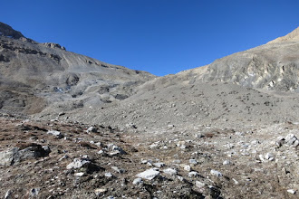 Photo: Montée au-dessus du camp de Gayu kharka vers le Goma La