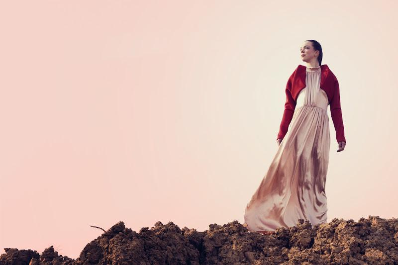 "Photo: Aus der Abschlusskollektion ""O P E N A R E A S"" von Nina Laureen Maertins  Fotografin: Heike Herden Model: Sabine Farber  Danke an die Sponsoren: Prym Fashion Gütermann Devetex"