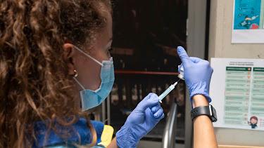 Andalucía continúa bajando el corte de vacunación contra el coronavirus.