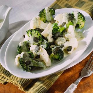 Blumenkohl-Broccoli-Salat mit Kürbiskernen