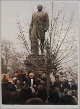 "Photo: Statuia lui Dr. Ioan Ratiu - monument istoric  Iona Ratiu la Turda sursa din ""Expoziția de fotografie Ion Rațiu. Un destin pentru România. - 2016.07.21  foto: https://picasaweb.google.com/114438352800090731131/6312042905474465169?feat=flashalbum#6313089849196971794 album http://ana-maria-catalina.blogspot.ro/2016/07/expozitia-de-fotografie-ion-ratiu-un.html"