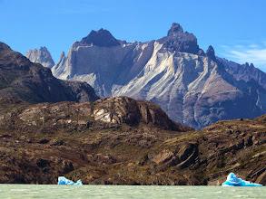 Photo: Iceburgs on Glacier Grey below the back side of Los Cuernos