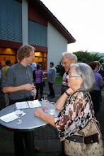 Photo: Simon im Gespräch mit Besuchern