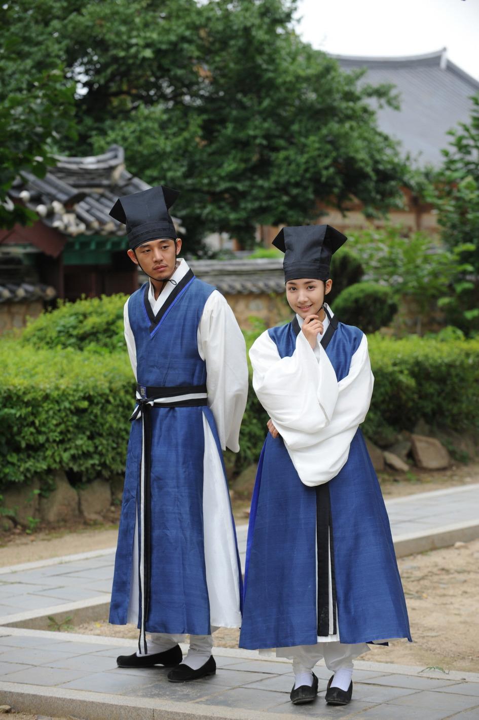 Yoo Ah In dan Park Min Young pemeran utama drama Sungkyukwan Scandal