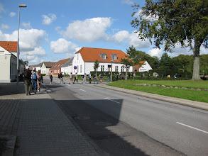 Photo: Vandringen går forbi porthuset ind mod klosterkirken