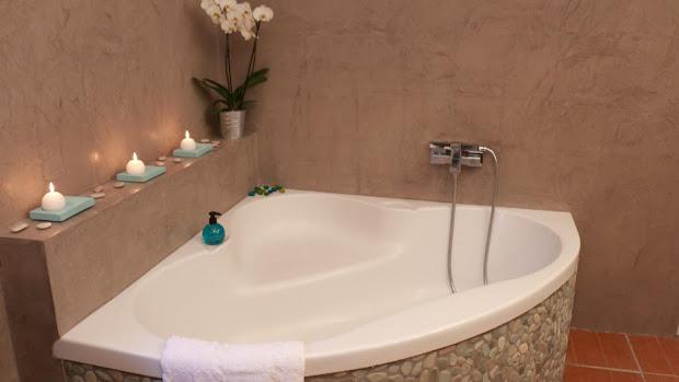 salle-de-bain-en-beton-cire-revetement-moderne-et-decoratif-les-betons-de-clara-applicateurs-specialises-beton-cire-seine-et-marne-77-bourron-marlotte-grez-sur-loing-nemours-chateau-landon