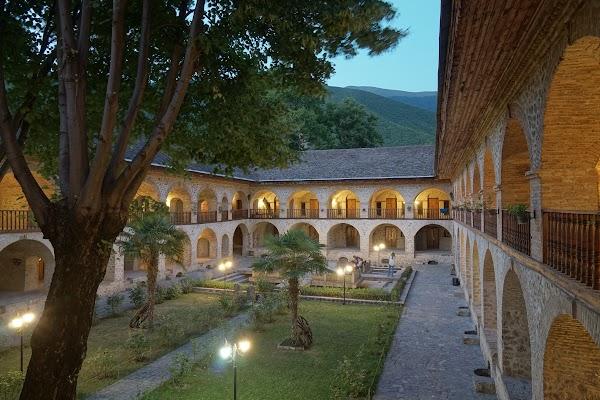 Der Innenhof der Karawanserei in Şәki.