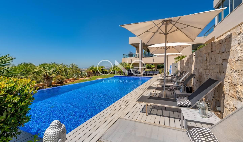 Maison contemporaine avec piscine et jardin Loulé