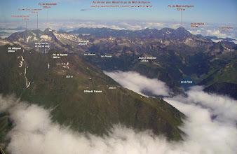Photo: Vision aérienne annotée sur le massif du Néouvielle.