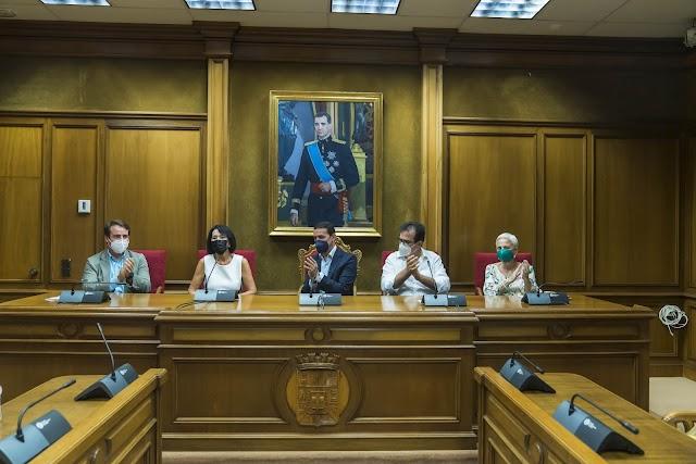 El presidente de Diputación ha anunciado que el Archivo Provincial llevará su nombre como merecido homenaje a su labor.