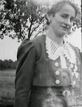 """Photo: Meine Mutter (""""Maridl"""") - noch sehr jung..."""