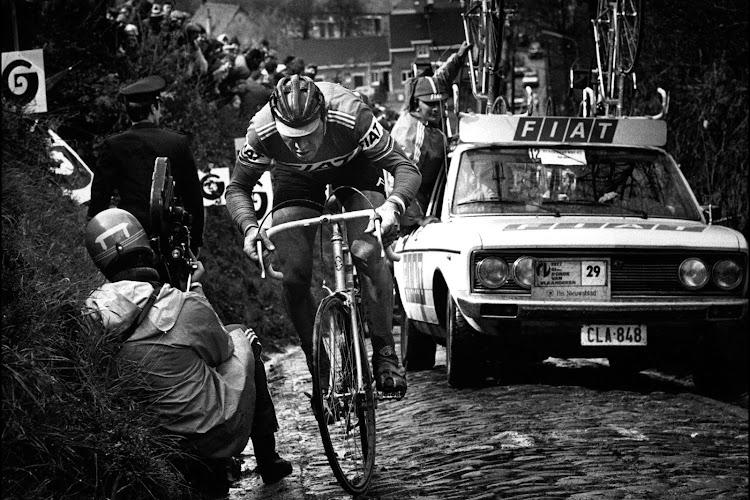 Officieel Onwaarschijnlijke Ronde van Vlaanderen: Merckx klopt Museeuw in millimetersprint