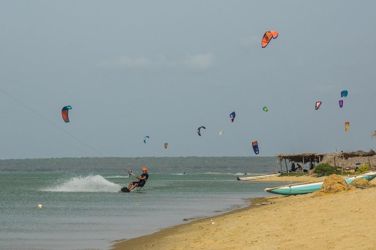 Sri. Lanka Kalpitiya Kiteboarding. Vellai Island.