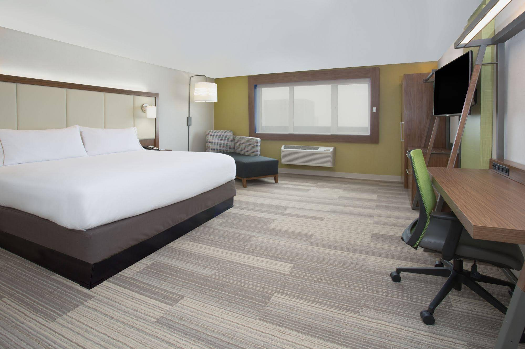 Holiday Inn Express and Suites Perryton
