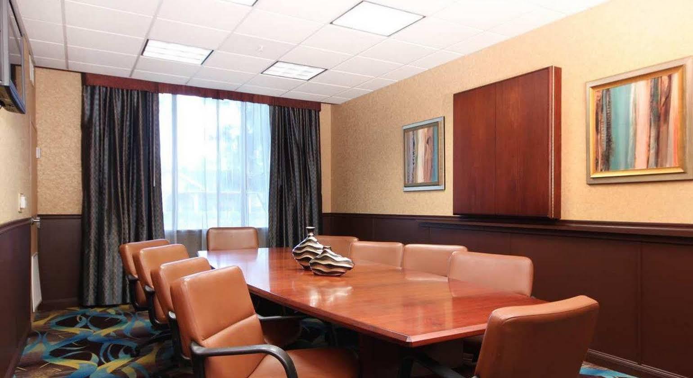 Hampton Inn & Suites Ontario