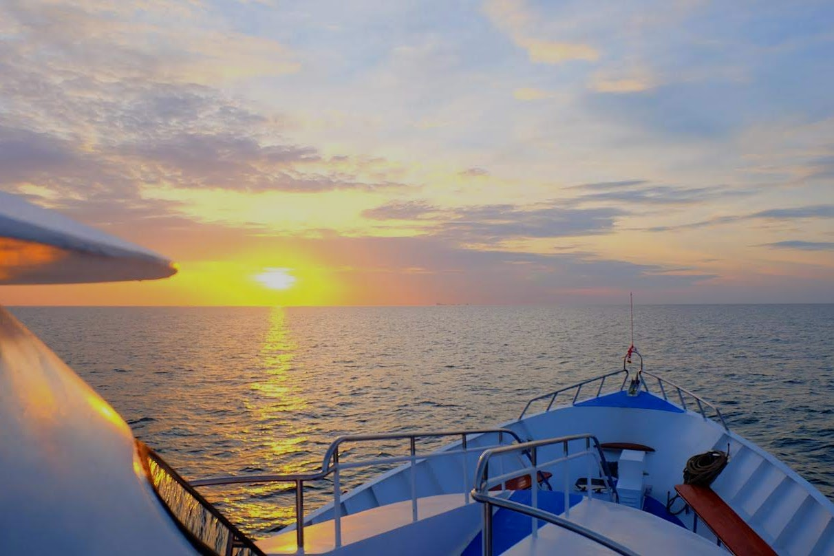 Club Mermaid Luxury Day Cruise to Koh Ha & Koh Rok with