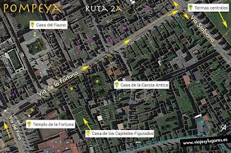 Photo: 22: En este recorrido vamos a ver algunas cosas importantes de la Región VI, empezamos por la Vía de la Fortuna, a la derecha en la Vía Stabiana vemos las Termas Centrales y volvemos a la izquierda por la Vía del Vesubio.