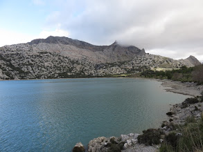 Photo: Embalse de Cúber; al fondo Penyal de Migdia, Puig Major y Puig de ses Vinyes