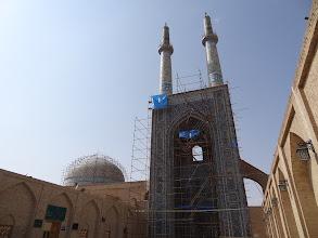 Photo: Dominantou města je mešita Masjid-e Jameh, která je také na bankovce o hodnotě 200 rialů.