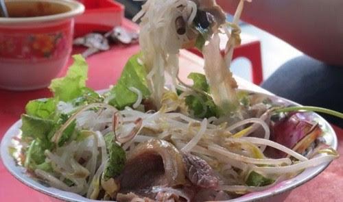 Đi chợ Đông Ba ăn hàng 6