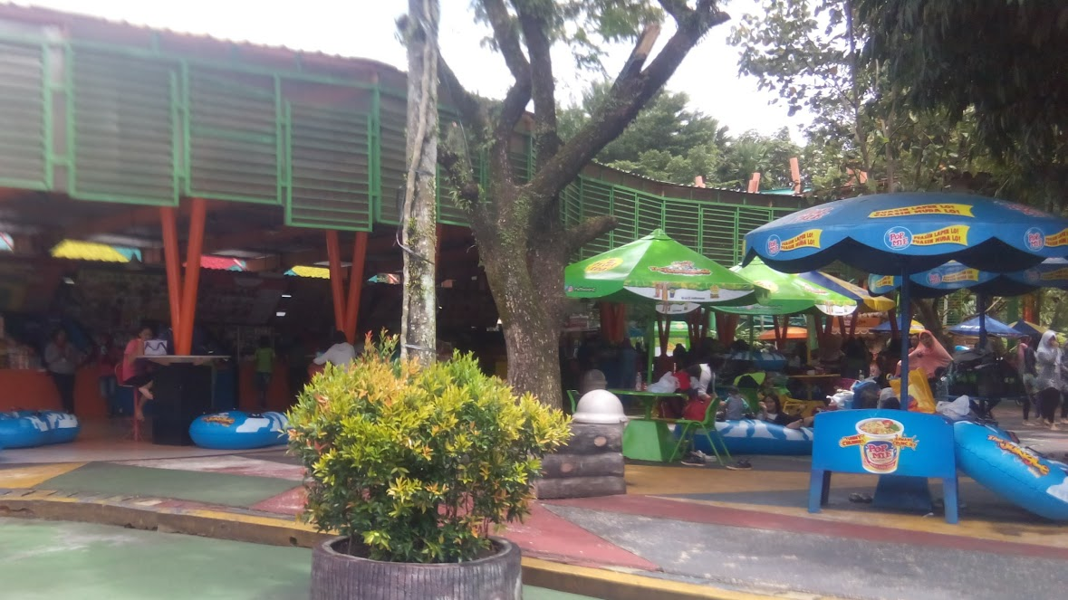 Foodcourt di The Jungle Water Adventure Bogor