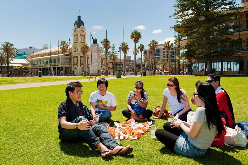 STUDENT-LIFE-AUSTRALIA.jpg