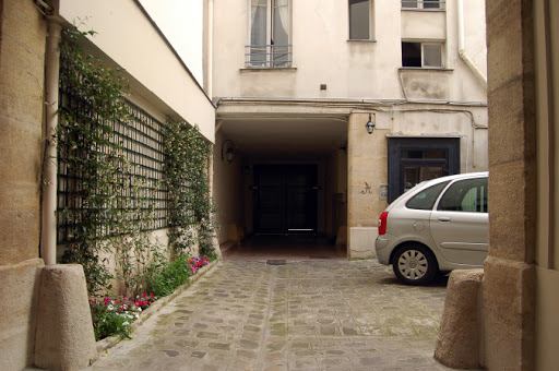st germain apartment entrance