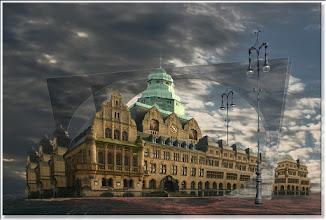 Photo: 2007 11 12 - R 04 03 17 017 d1 - D 094 - Das Rathaus durch die Scheibe
