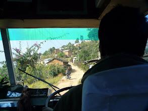 Photo: Wir besuchen die Projekte der Nepalkids auf abenteuerlicher Tour mit einem Bus.