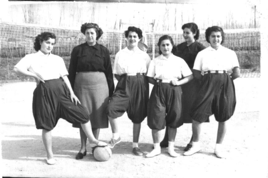 Escuela de la Seccion Femenina, en Carretera de Ronda en los 40.