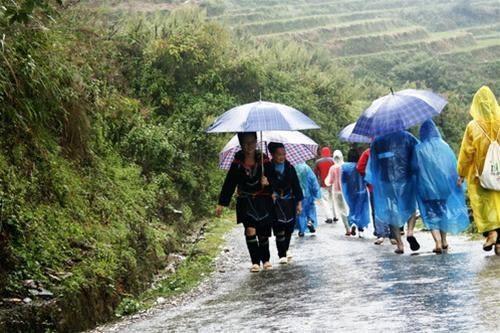 Ghé thăm bản Cát Cát vào một ngày mưa