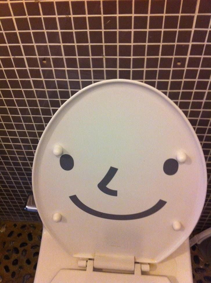웃는 변기 뚜껑