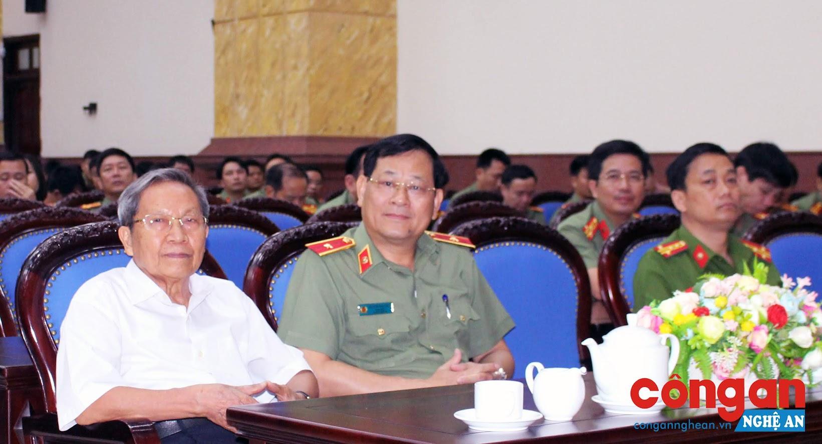 Đồng chí Thiếu tướng Nguyễn Hữu Cầu, Ủy viên BTV Tỉnh ủy, Bí thư Đảng ủy, Giám đốc Công an Nghệ An