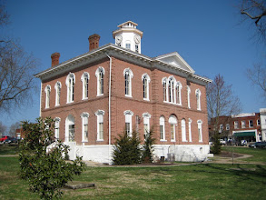 Photo: Johnson County, Illinois, Courthouse in Vienna