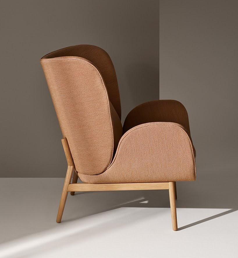 Esta silla acolchada encierra a su usuario en un micro espacio