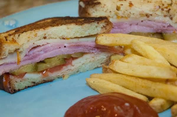 Sandwich Essentials: Cheesy Toasted Ham Sandwich Recipe