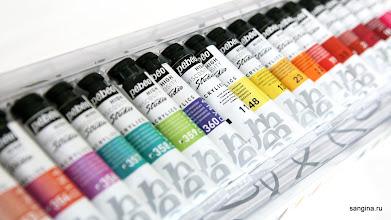 Photo: Pébéo производит очень широкую палитру красок, акриловых и масляных