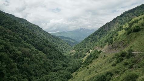 Der 3562 m hohe Roshka Gipfel ist nur mit Mühe in all den Wolken auszumachen.
