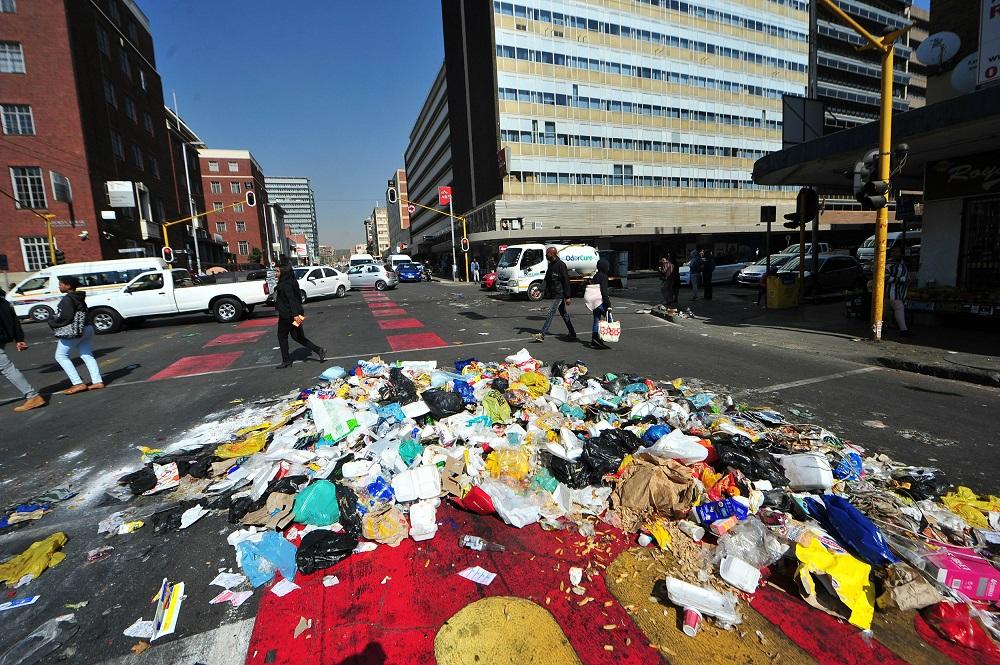 striking municipal workers shut tshwane down for second