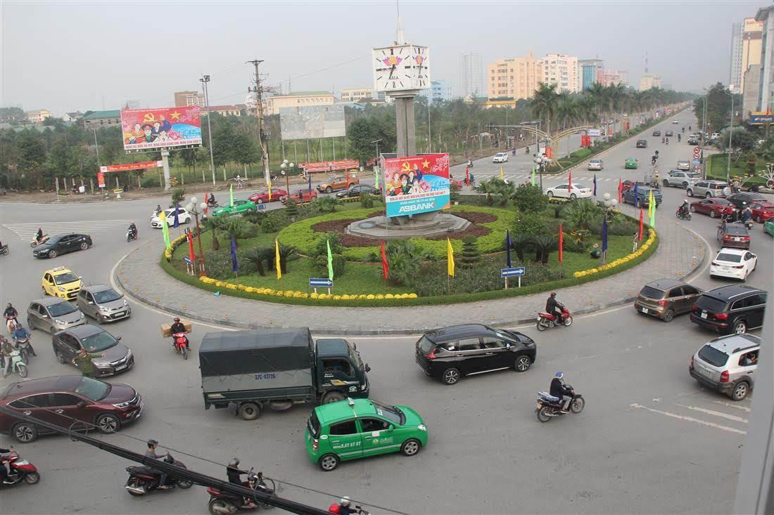 Các lực lượng luôn ứng trực từ 6 giờ 30 đến 19 giờ hàng ngày nhằm đảm bảo giao thông đi lại cho người dân
