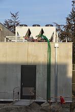 Photo: Conduites d'alimentation fuel des groupes électrogènes (Visite de chantier 2 Oct. 2014)