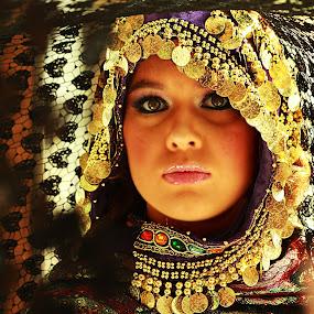 Golden Gypsy  by Lealiza Seiler - People Fashion ( woman.people.ynnah )