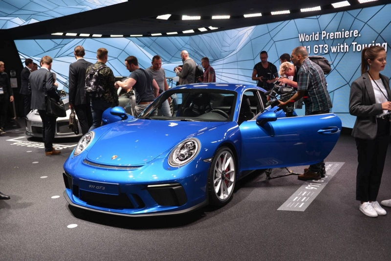 Porsche_911_GT3_Touring_2017_zive_foto_07_800_600.jpg