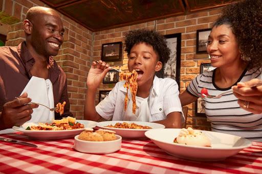 carnival-Cucina-del-Capitano-family.jpg - Enjoy great Italian dishes served family style at Cucina del Capitano during your Carnival cruise.