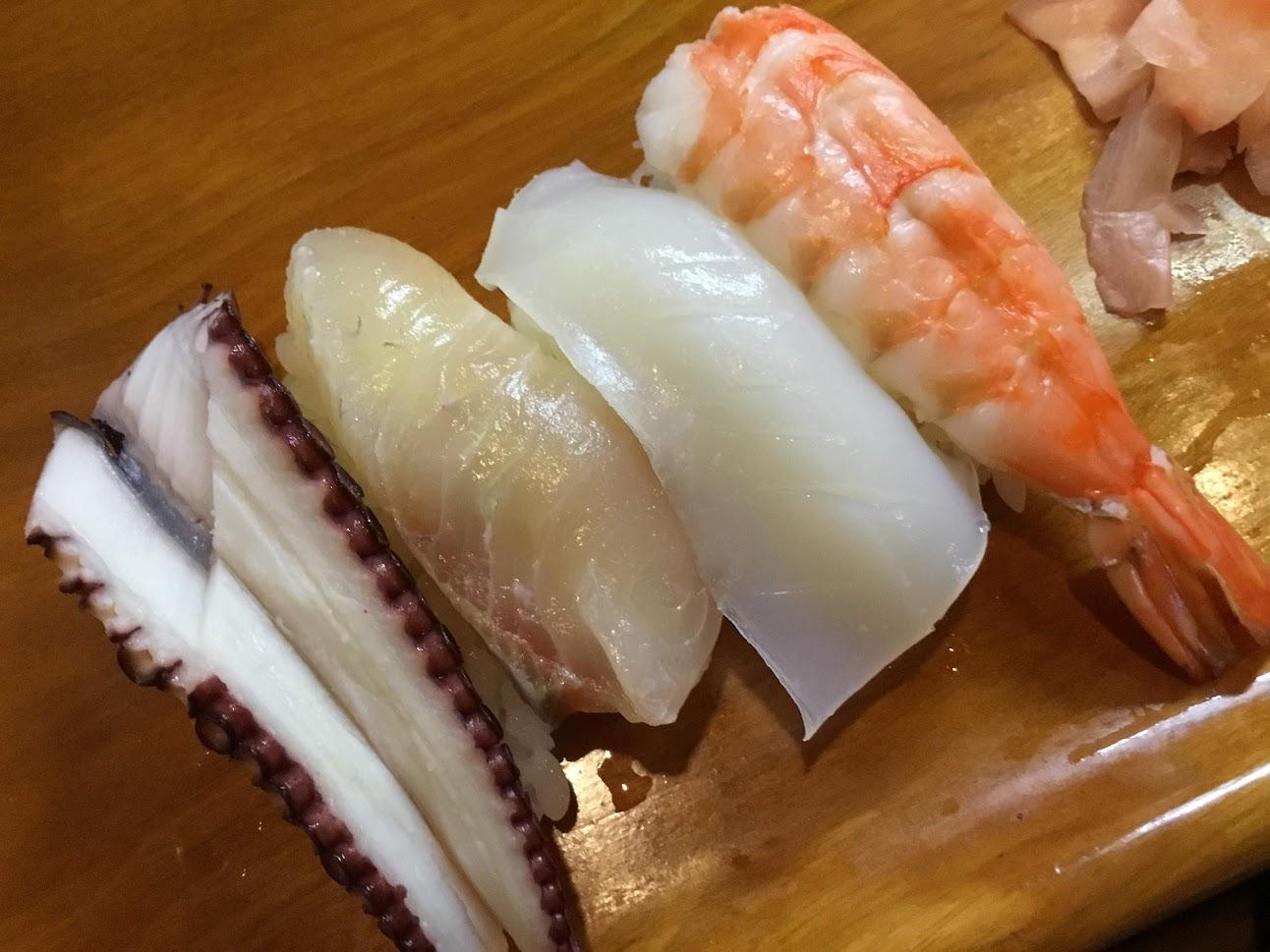 万惣(まんそう)のお寿司ランチを1300円でいただきました。大将はお喋り好きなので夜の部も楽しいかも。。。