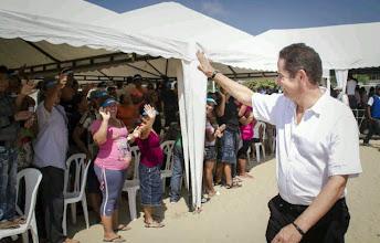 Photo: Vargas Lleras saluda a la comunidad del Evaristo Sourdis.