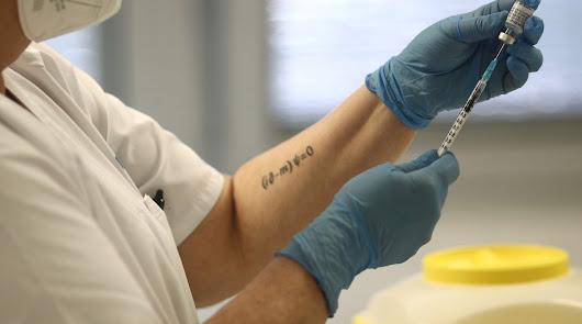 Andalucía pide retrasar hasta 2 meses la segunda dosis de Pfizer y Moderna