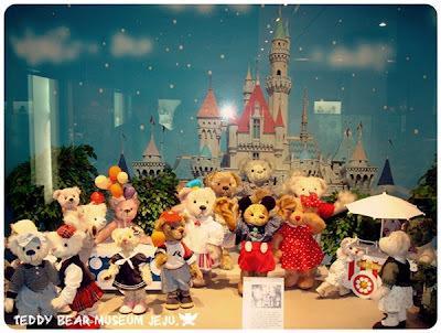 https://pinkeromance.files.wordpress.com/2013/07/2adf1-teddybearmuseum_6.jpg?w=400&h=301