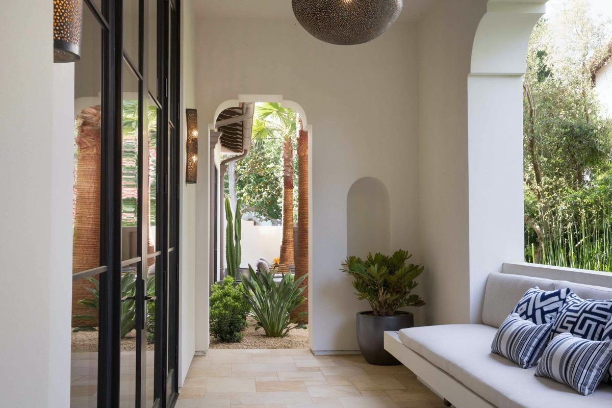 http://cdn.home-designing.com/wp-content/uploads/2021/04/arched-balcony.jpg