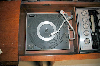Photo: Phonograph and AM/FM Stereo Both Work